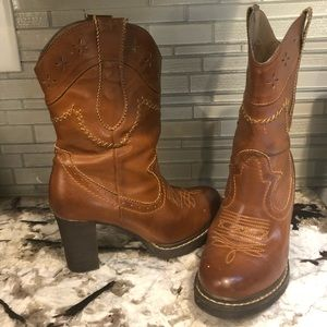 Western round toe boots